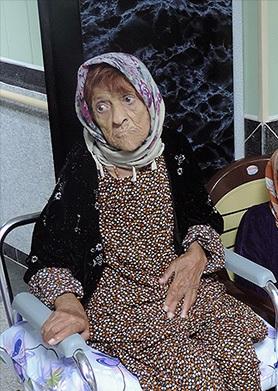 سالمند غریب، سرای سالمندان، مرگ بانوی سالمند، سالمند غیربومی، مادر، داستان غم انگیز، زندگی سالمندان، سرای سالمندان مهر سقز